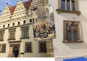 Dnes je to 600 let od první pražské defenestrace. Konšelé poletí z okna znova!
