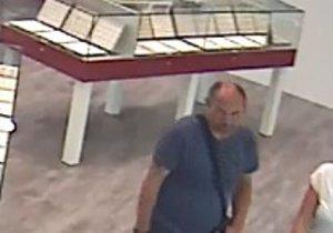 Muž na Zličíně ukradl prsten za 40 tisíc, hledá ho policie.
