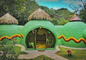 Originální obydlí si v Kostarice postavila mladá žena původem z Vídně