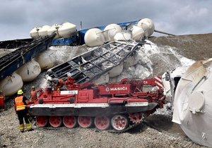 Hasiči již odstranili všechny vagony havarovaného vlaku u Mariánských Lázní.
