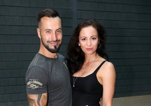 Václav Noid Bárta s těhotnou partnerkou Eliškou Grabcovou