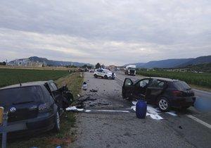 Mladý řidič (18) v protisměru trefil dvě auta: Nevěnoval se řízení?!