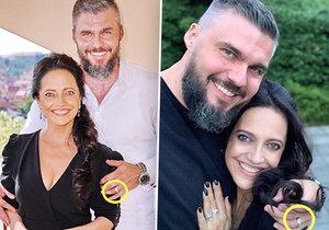 Partner Lucie Bílé náhle nosí na levé ruce prsten...