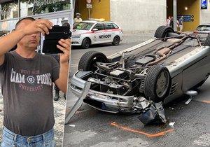 Neukázněný řidič způsobil v Radlické ulici v centru Smíchova vážnou dopravní nehodu. Její následky si posléze fotil nebo natáčel na telefon!