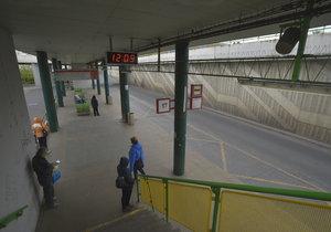 Takto v současnosti vypadá autobusový terminál na Černém Mostě.