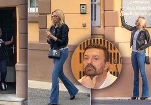 Kateřina Kristelová na návštěvě Tomáše Řepky ve věznici na Borech