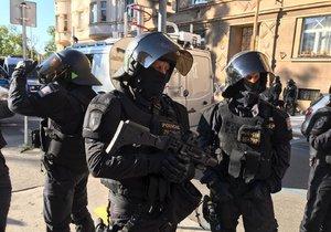 Policie musela na Letné zasáhnout proti fanouškům Baníku Ostrava.
