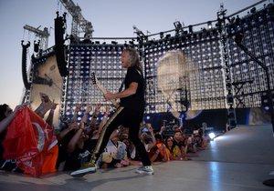 Metallica hraje pro 70 tisíc lidí v Letňanech.