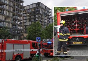 Požár v domě v Malešické ulici na Žižkově (20. srpna 2019)