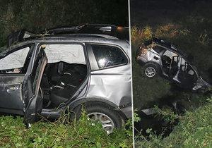 Jeden mrtvý a čtyři zranění lidé při nehodě vozu BMW, narazil do skály a spadl do potoka
