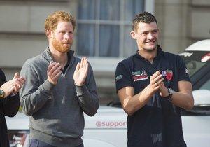 Princ Harry a Jules Roberts si ihned padli do oka.