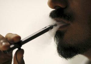 Ani kouření elektronických cigaret není zcela bez rizika.