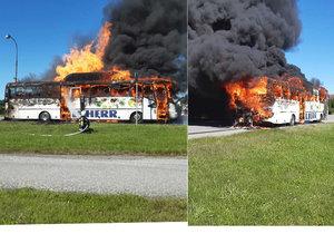 Autobus na plyn náhle začal hořet na Táborsku: Prchalo 20 cestujících!