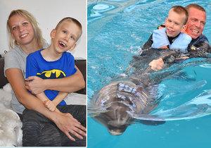 Honzíkovi v léčbě pomáhají i delfíni.