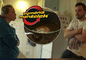 Ve Výměně manželek dojde na hádku kvůli smaženému sýru.