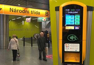 Zlobí bezkontaktní platební terminály na jízdenky v pražském metru? Dle dopravce na jejich umístění nezáleží.