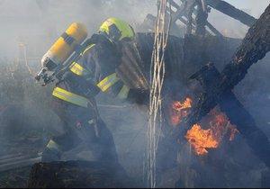 Ve Slivenci zasahovali hasiči u požáru kůlny.