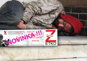 """Bezdomovce obdarujte """"zetkem"""": Za 50 korun se vyspí, vysprchují a nají."""