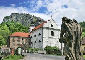 Svatý Jan pod Skalou: Neobjevená krása kousek od Karlštejna!