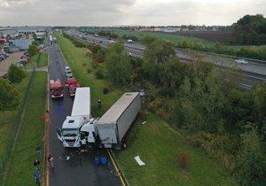 Děsivá nehoda na D11: Kamion vylétl ze silnice a sejmul další
