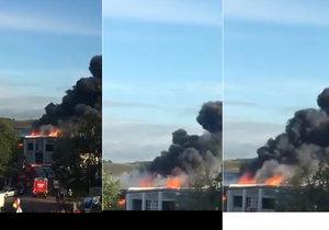 Výbuch v hale na třídění odpadu: Zasahovalo 250 hasičů.