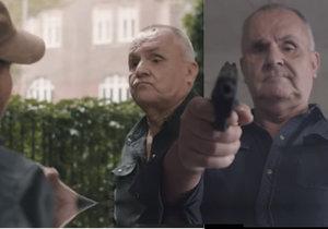 Jožo Rážovi šibe?! V drsném videoklipu míří zbraní na novináře