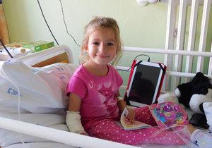 Adélka nikdy nebude zcela zdravá, ale existuje léčba, která jí může alespoň trošku pomoci.