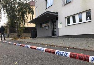 V ulici V Holešovičkách se 30. října časně ráno odehrál násilný trestný čin.