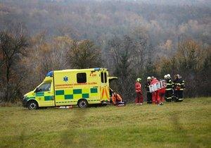 Vážně popáleného muže našli na polní cestě u Dražic na Mladoboleslavsku.
