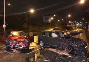 V Čuprově ulici vjela řidička do protisměru a čelně se srazila s protijedoucím autem, 13. listopadu 2019.