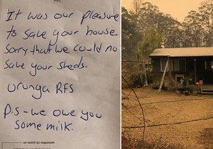 Australští hasiči v akci: Muži zachránili dům a vypili mléko, na krátkém vzkazu se omluvili.