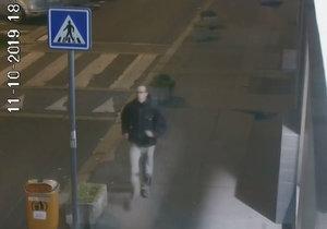 Muž v Karlíně bezdůvodně napadl malého chlapce.