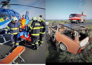 Svědci hrdinové: Z hořícího Trabantu vyprostili zaklíněného řidiče. Do nemocnice letěl vrtulníkem!