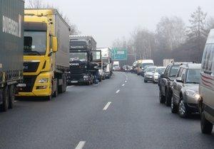 Nehody u Mladé Boleslavi uzavřely D10. Provoz už byl obnoven