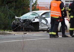 Řidička se vyhýbala kočce: Její auto smetl vlak! Od smrti ji dělily sekundy