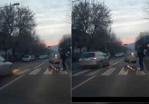 Šílenec v Lovosicích málem přejel maminku s kočárkem: Předjížděl u přechodu