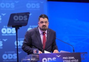"""Dopadne """"protekční spratek"""" Novotný stejně jako Klaus? ODS hrozí starostovi vyloučením"""
