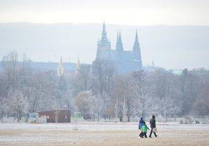 Příští týden by se mělo v Praze ochladit. Lidé by se měli připravit na déšť.