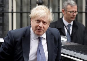 Britský premiér Boris Johnson v Downing Street