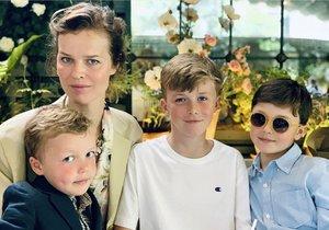 Eva Herzigová se syny Georgem, Edwardem a Philipem.