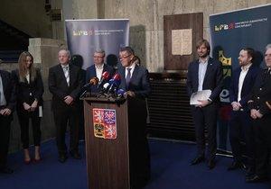 Tisková konference ke koronaviru: Nakažených v Česku je již 21