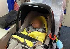 Záchranáři vyjížděli ke kojenci, který vdechl při kojení mléko.