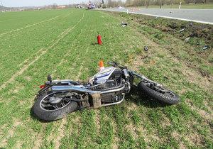 Tragická nehoda na Berounsku: Při srážce s osobákem zahynul motorkář