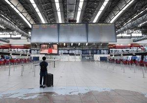 Další vlna propouštění na pražském letišti: Kvůli koronaviru přijde o práci 150 lidí