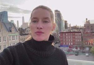 Lindě Vojtové musela roušky do New Yorku poslat maminka z Česka.