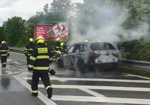 Požár auta na magistrále, 5. června 2020.