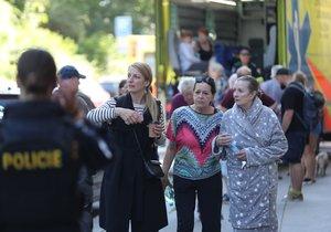 Actress Anna Polívková with her mother, actress Evelyna Steimarová, after an explosion in a house in Strojnická Street.  July 1, 2020