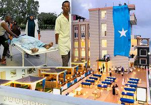 Na luxusní hotel na pláži v Mogadišu zaútočily milice Šabáb (16. 8. 2020).