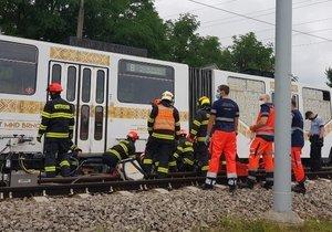 V Ostravě se srazily tramvaje: Čtyři lidé se zranili, policie hledá svědky