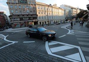 Kruhový objezd na Jungmannově náměstí a zobousměrněná Národní ulice, 27. září 2020.